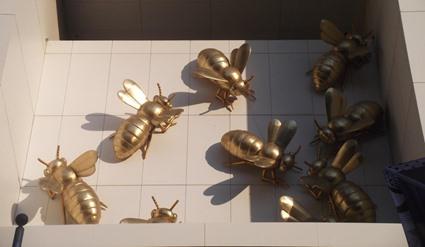 Wespen in Lebensgröße auf dem Dach eines Skyscrapers, fotografiert vom Eureka Skydeck 88, Melbourne