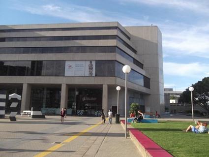 Vor der W.A. State Library, Perth