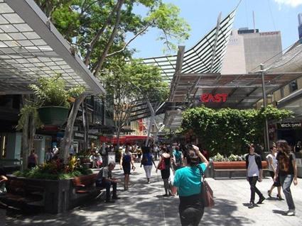 Nach einigen Tagen grau in grau: Sonne und endlich wieder pulsierendes Leben in der City