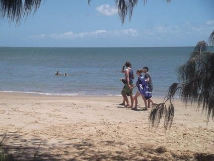 """""""Australia Day"""" zelebrierende Aussies am Strand von Hervey Bay"""
